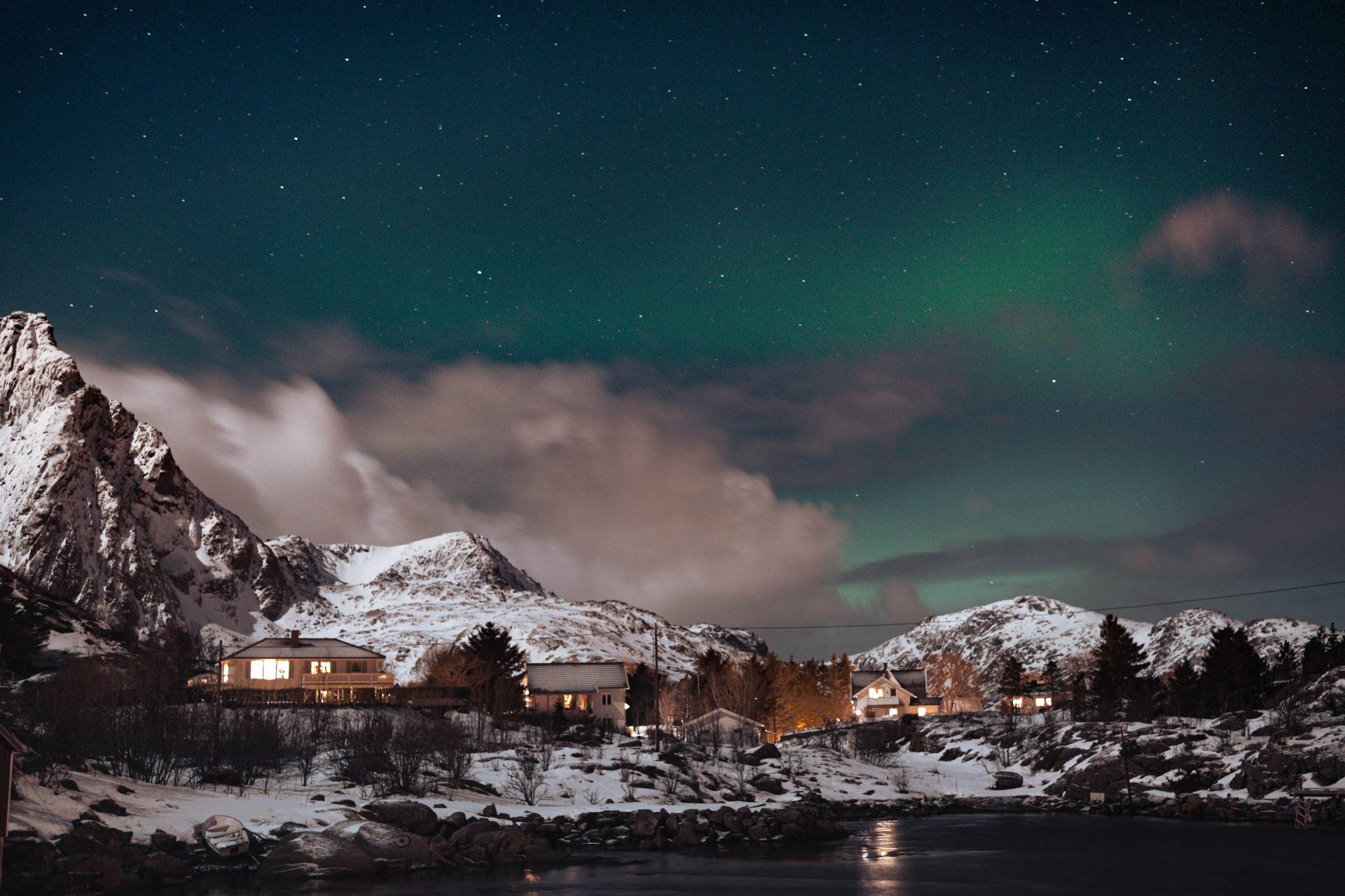 Soirée sous les aurores boréales aux Lofoten.